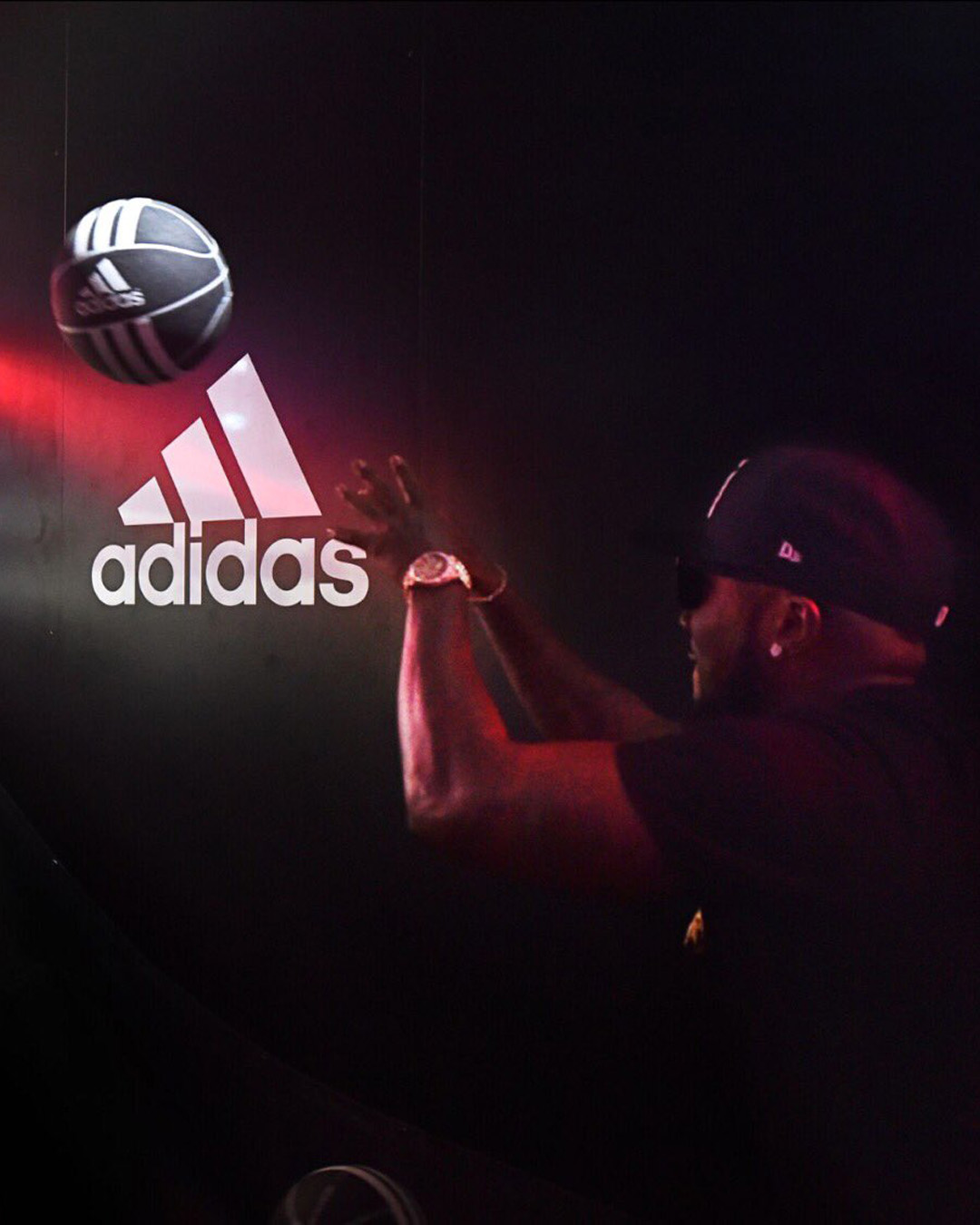 ADIDAS – Harden Vol.1 Glitch Booth